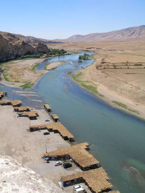 1024px-Tigris_River,_Hasankeyf View of the Tigris River in Hasankeyf, seen from the Citadel. Reed covered restaurants serve fresh river fish along other regional specialties.jpg